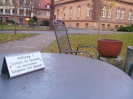 Sitzhöhe für Patienten mit künstlichem Hüftgelenk nicht geeignet.